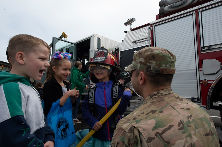 SES students participate in mock deployment line