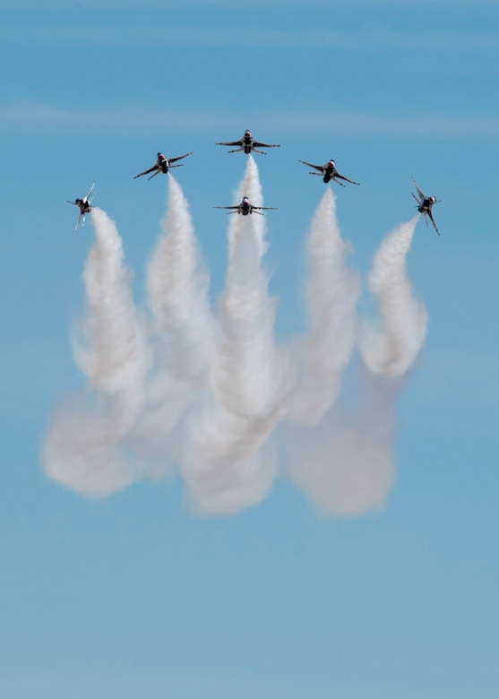 Thunderbirds perform a delta burst