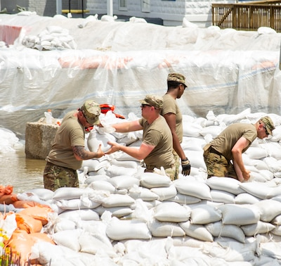 Soldiers of Battery B, 2nd Battalion, 123rd Field Artillery conduct sandbag operations in Grafton, Illinois.