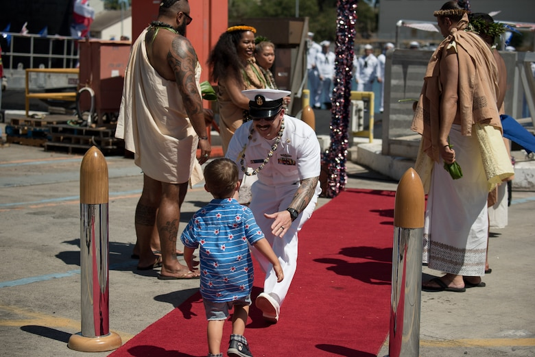 JOINT BASE PEARL HARBOR-HICKAM, Hawaii (June 6, 2019) - A Sailor and a loved one greet each other during a homecoming ceremony June 6, 2019 celebrating the return of the Virginia-class fast-attack submarine USS Hawaii (SSN 776) at the historic submarine piers at Joint Base Pearl Harbor-Hickam following a their latest deployment. (U.S. Navy photo by Chief Mass Communication Specialist Patrick Dille)