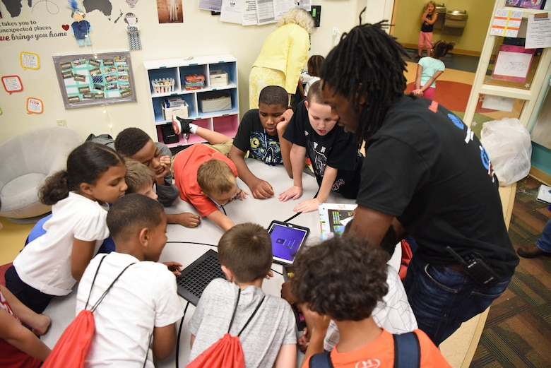 Stem Lab opens at Youth Center