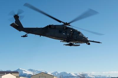 Alaska Air Guardsmen rescue boater from Twenty Mile River