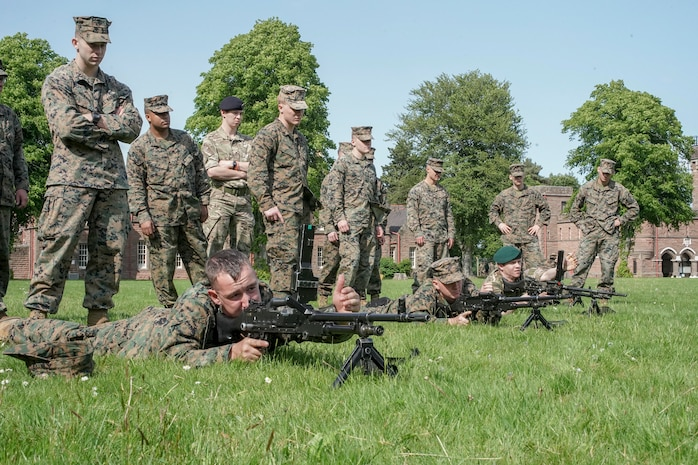 Reserve Marines, British Army Commandos conduct weapon familiarization during exercise Red Dagger