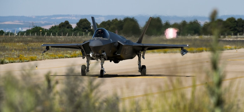 F-35A taxis on runway.