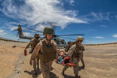 Reserve Marines fly in and unload at ITX 4-19