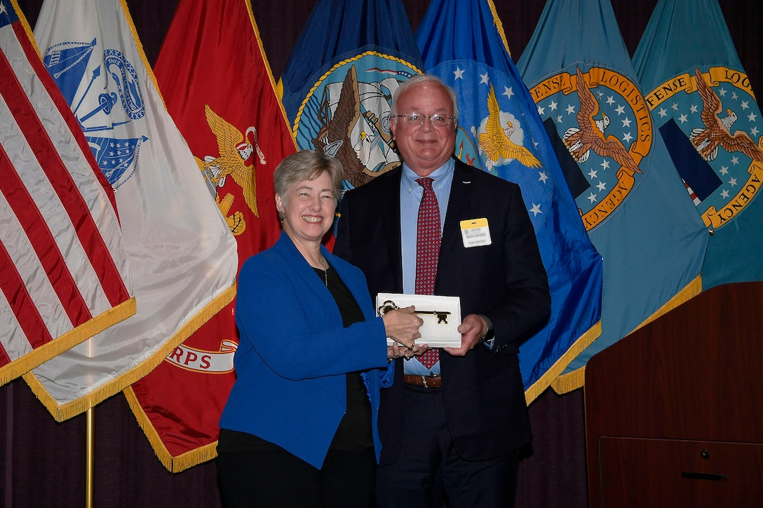 Battle Creek Mayor Mark Behnke presents guest speaker Annise Parker with the key to the Cereal City.