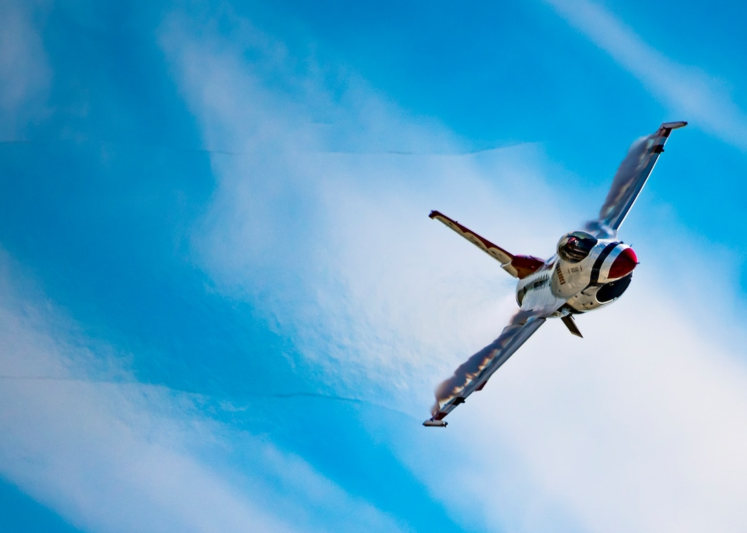Thunderbirds perform at the Fort Wayne Air Show