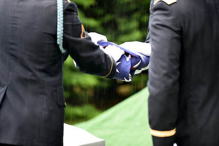 Soldiers from the 101st Airborne Division fold the flag during a graveside service for Staff Sgt. Al Mampre. Mampre served as a medic with Easy Company, 2nd Battalion, 506th Parachute Infantry Regiment, 101st Airborne Division during World War II.