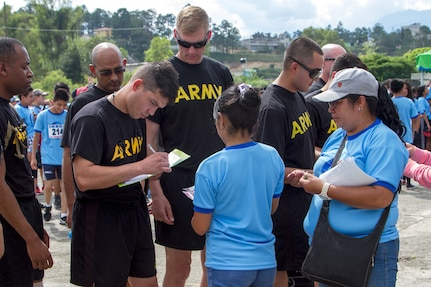 Army Reserve Soldiers connect with locals through 10k run