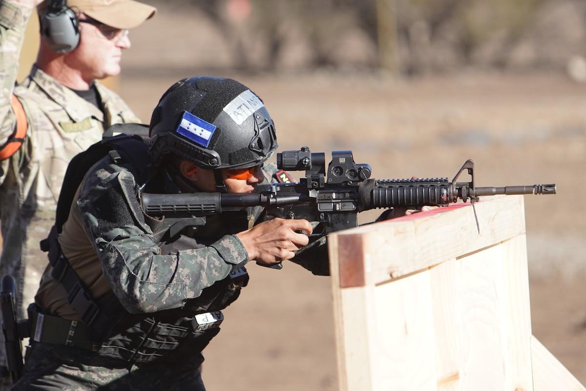 A Honduran competitor goes through critical task day one lane during Fuerzas Comando 2019, Santiago, Chile, June 18, 2019.