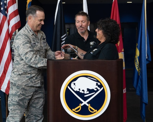 914 ARW receives service award