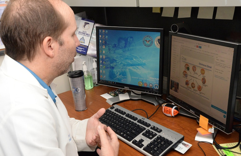 A diabetes specialists with the Diabetes Center of Excellence at Wilford Hall Medical Center, Joint Base San Antonio-Lackland, Texas, conducts a diabetes and prevention ECHO session, using telehealth to provide virtual consultation and mentorship for Air Force primary care providers at different military treatment facilities, Nov. 19, 2018. Project ECHO (short for Extension for Community Healthcare Outcomes) was originally developed by the University of New Mexico. The AFMS began using a modified version of Project ECHO in 2012 to improve the ability to connect medical Airmen with specialty providers at other military treatment facilities using telehealth capabilities. U.S. Air Force illustration)