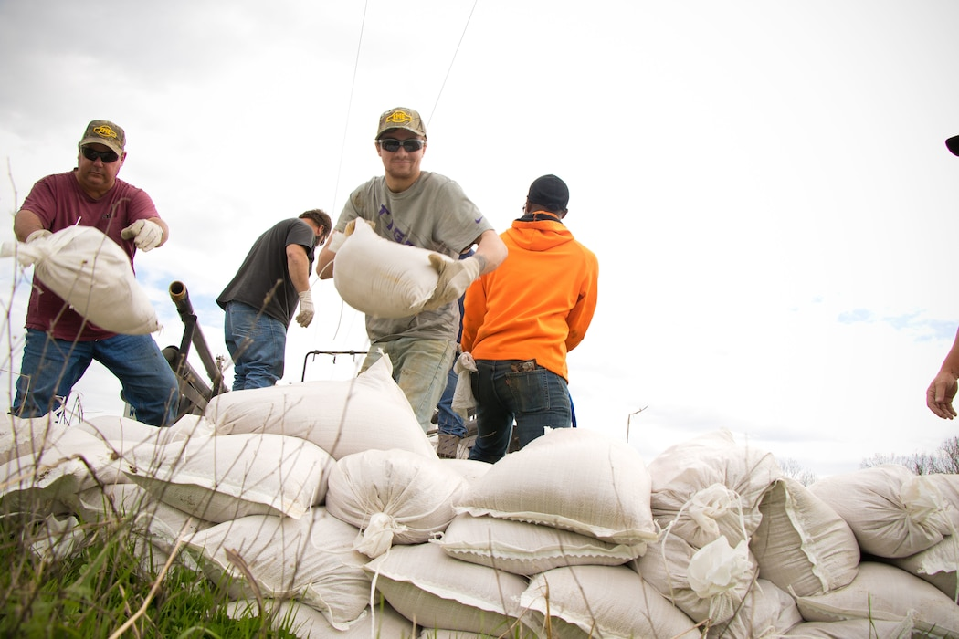 Vicksburg, Miss. – The U.S. Army Corps of Engineers (USACE) Vicksburg District began daily patrols of flood control works, such as levees, floodwalls, relief wells, pumping stations and reservoirs, Feb. 25 due to forecasted high water on the Mississippi River and its tributaries.  Personnel from the Vicksburg District's headquarters and its Vidalia, Louisiana, area office are deploying across the region to conduct inspection and surveillance operations on flood control works. At this time, the district has observed no significant sand boils or seepage at flood control sites.