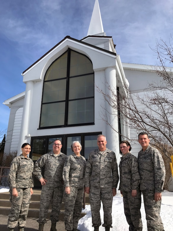 Command chaplain makes ministry visit to Niagara
