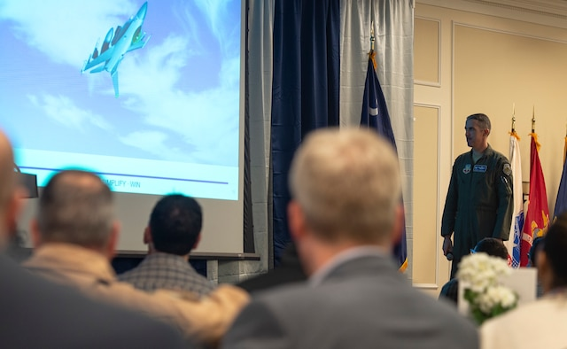 U.S. Air Force Col. Derek O'Malley, 20th Fighter Wing (FW) commander, speaks with Operation Palmetto Employment participants, at Shaw Air Force Base, S.C., March 12, 2019.