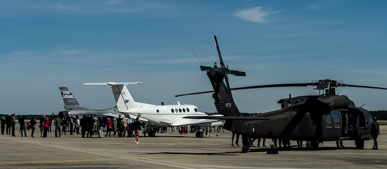 Operation Palmetto Employment participants view various aircraft static displays at Shaw Air Force Base, S.C., March 12, 2019.