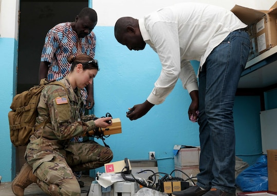 U.S., Chadian biomed technicians rely on expertise of one another during MEDREX 19-1