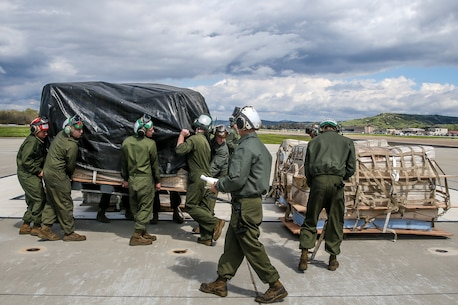 Roll out the mattresses: VMM-164 conducts hung gear drill