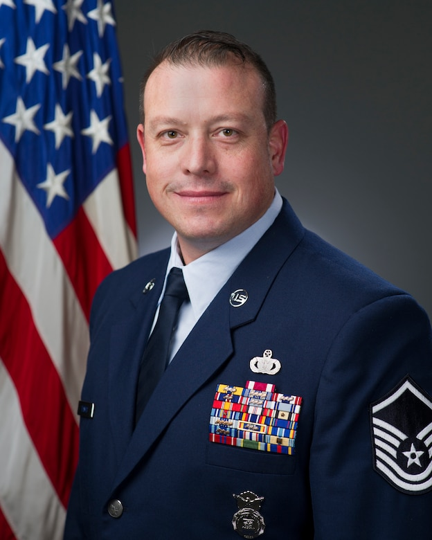 ongrats to our annual award winner: