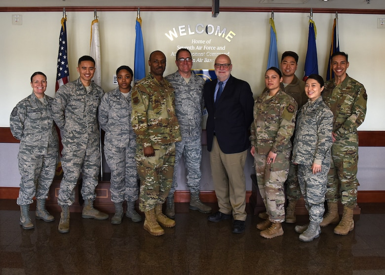 Air Force top comptroller visits Osan