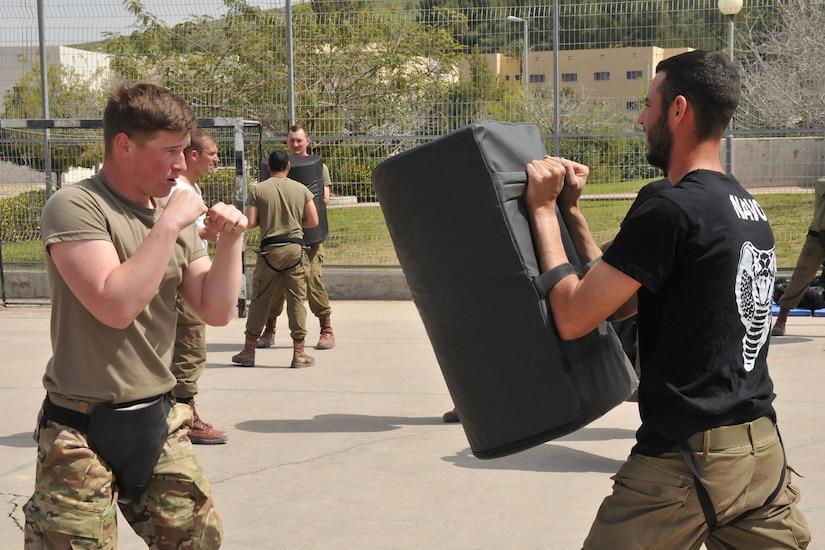 Israeli and U.S. troops practice hand-to-hand combat.