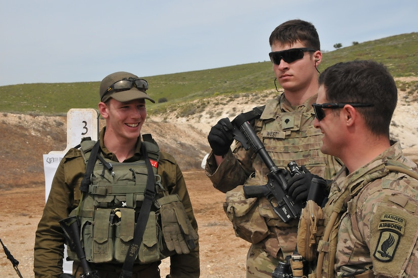 Two U.S. soldiers talk with a member of the Israel Defense Forces.