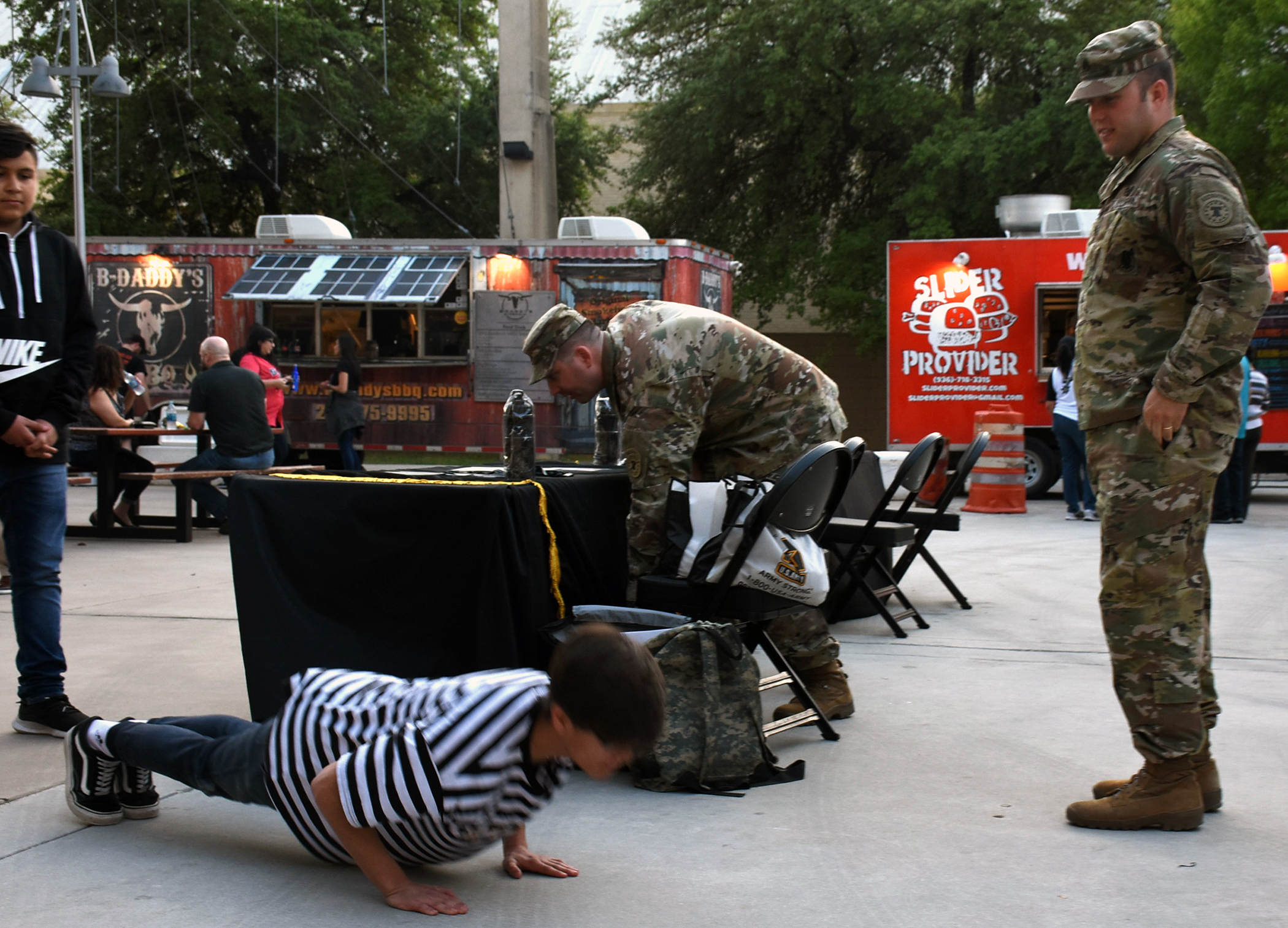 4720274abc1 Mobile exhibit at San Antonio Spurs game highlights Army technology ...