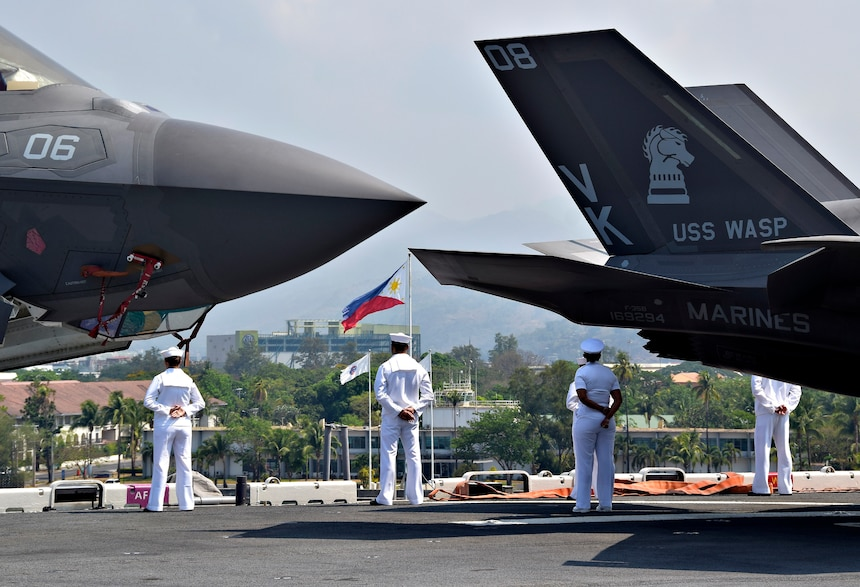 SUBIC BAY, Philippines (March 30, 2019) Sailors man the rails aboard the amphibious assault ship USS Wasp (LHD 1) as the ship arrives in Subic Bay, Philippines in support of Exercise Balikatan. Exercise Balikatan, in its 35th iteration, is an annual U.S., Philippine military training exercise focused on a variety of missions, including humanitarian assistance and disaster relief, counter-terrorism, and other combined military operations.