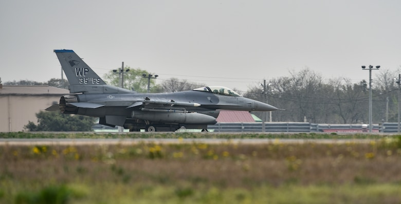 A U.S. Air Force F-16 Fighting Falcon from the 8th Fighter Wing taxis at Kunsan Air Base, Republic of Korea, April 24, 2019. The 8th FW conducts flying operations on a routine basis to hone their skills in any conditions. (U.S. Air Force photo by Senior Airman Stefan Alvarez)