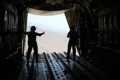 VMGR-352 conducts heavy equipment drops