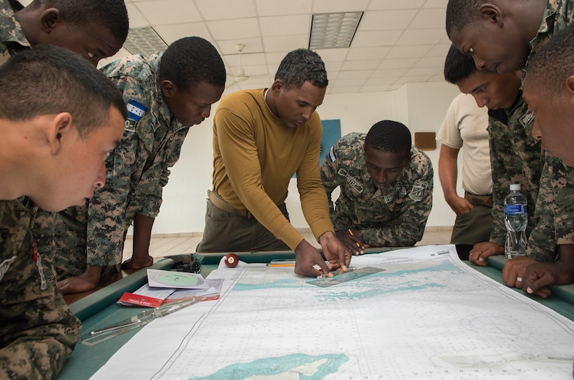 Navy engineman, attached to Coastal Riverine Squadron, discusses navigation with Honduran servicemembers during Southern Partnership Station 2014 (U.S. Navy/Rafael Martie)