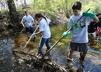 HMS students clean Shawsheen River