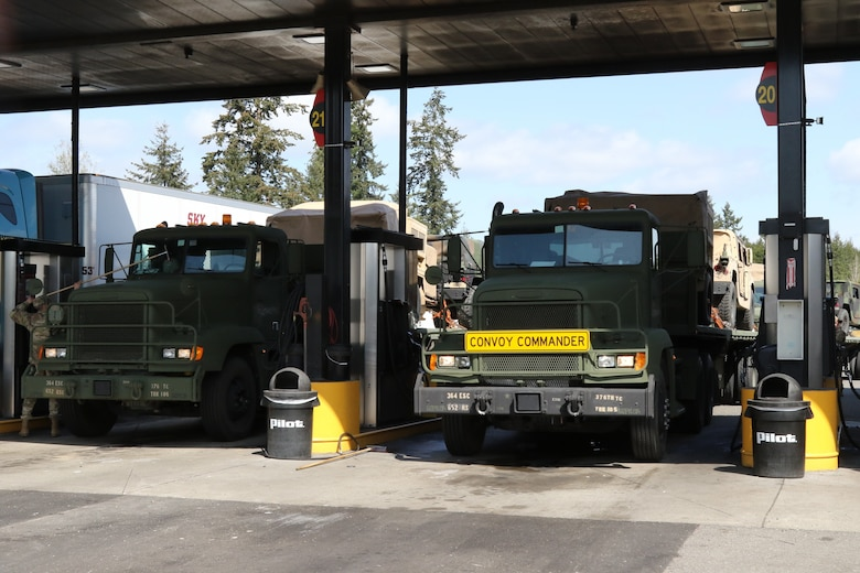364th Expeditionary Sustainment Command Soldiers Move the Army during Nationwide Move