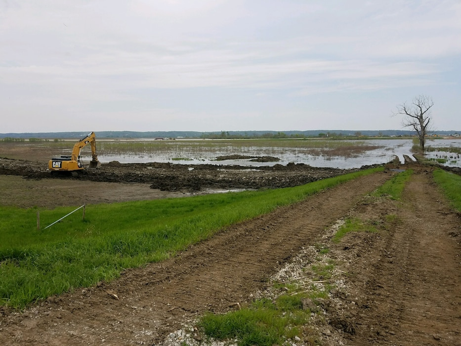 Image of USACE work in progress to repair levee L611-614 near Council Bluffs, Iowa, May 6, 2019