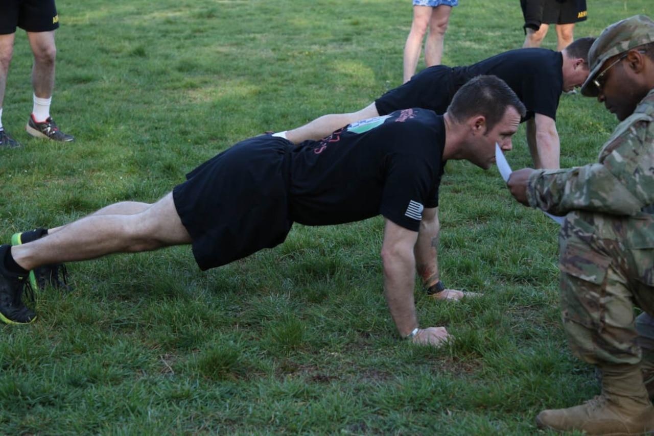 Soldier demonstrates pushups.