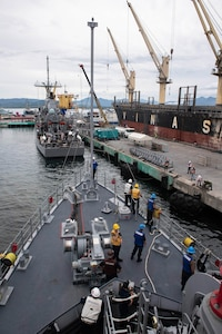USS Pioneer and Patriot Arrive in Puerto Princesa
