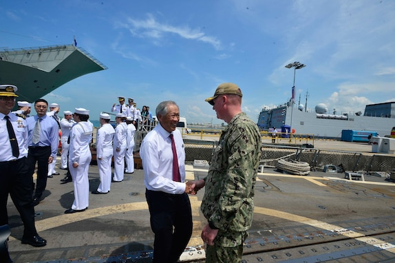 U.S. Navy CNO, Ship and Aircraft Join International Maritime Defence Exhibition in Singapore