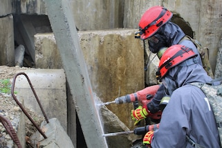 Soldiers from 68th Engineer Construction Company, Task Force Operations, Joint Task Force Civil Support (JTFCS), conduct a clean breach through a slab of concrete to train their urban search and rescue skills at Exercise Guardian Response at Muscatatuck Urban Training Center, May 4, 2019. When directed, JTFCS provides command and control of the 5,200-person Defense Chemical Biological Radiological Nuclear (CBRN) Response Force (DCRF) during a catastrophic crisis in support of civil authorities and the lead federal agency. Vibrant Response/Guardian Response is an annual, combined Command Post Exercise and Field Training Exercise which validates the ability of the DCRF forces to conduct the CBRN Response mission. (U.S. Army photo by 2nd Lt. Corey Maisch/released)