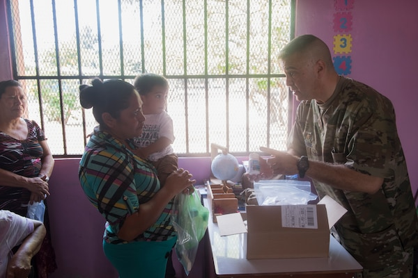 U.S. Army Maj. Jorge Chavez, Joint Task Force – Bravo Medical Element public  health nurse, hands vitamins to a Honduran citizen during a Medical Readiness Training Exercise (MEDRETE), May 9, 2019, in El Paraiso, Honduras. Members of JTF-B partnered with the Honduran Military and Ministry of Health to provide health care services for more than 1,300 Honduran citizens reaching a third of the citizens in the towns of Argelia, Santa Maria and Las Dificultades in the El Paraiso Department. The goal of the mission was to provide the medical staff training in their areas of expertise as well as strengthen partnerships with the Honduran allies. (U.S. Air Force photo by Staff Sgt. Eric Summers Jr.)
