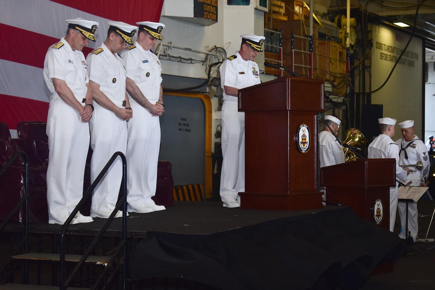 Amphibious Force 7th Fleet holds Change of Command