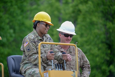 Tennessee Guard Airmen train Soldiers on heavy equipment