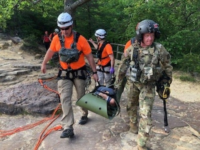 Kentucky Guard and civilians rescue Natural Bridge hiker