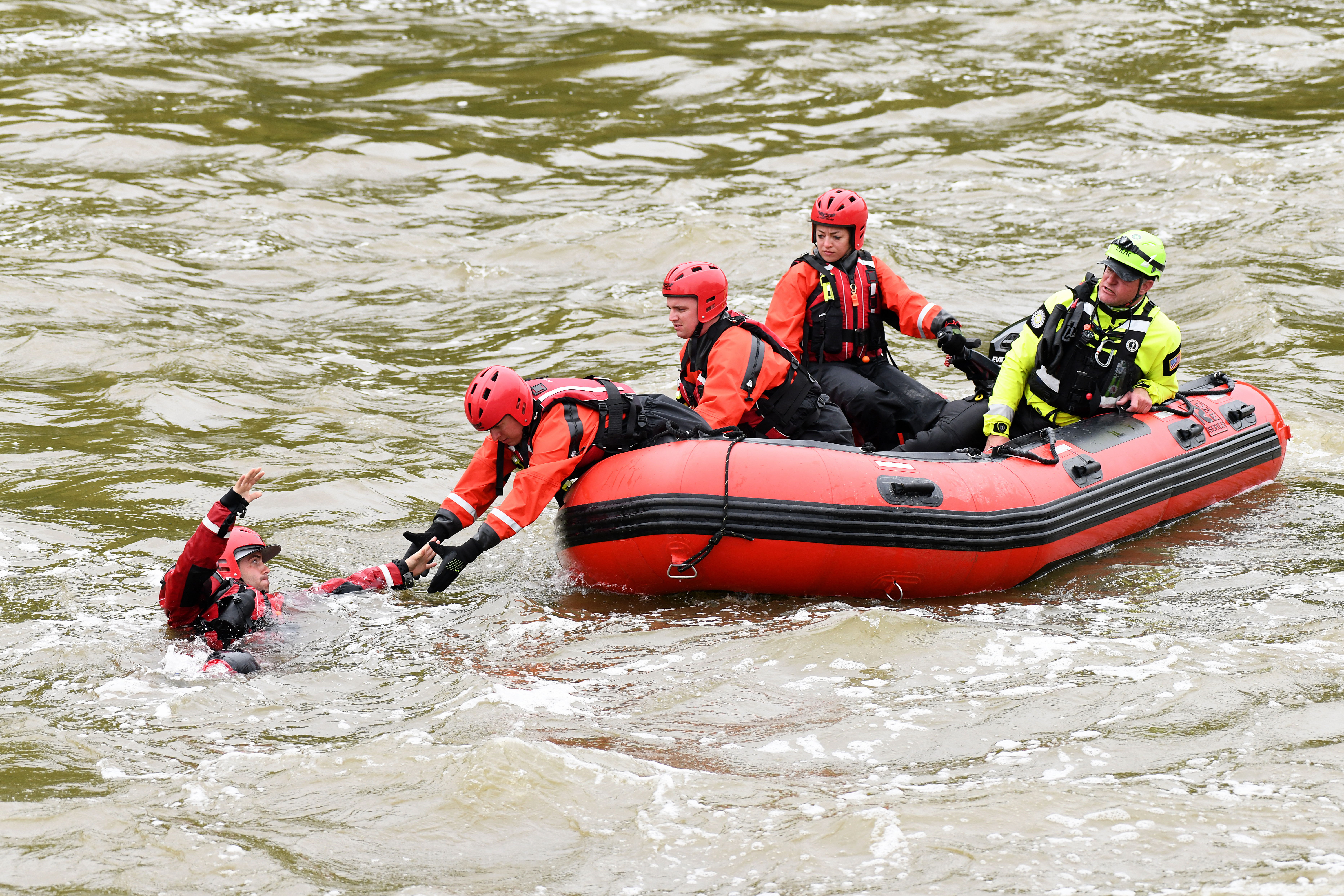 Oklahoma Guardsmen Participate in Water Rescue Training ...  |National Guard Water Rescue