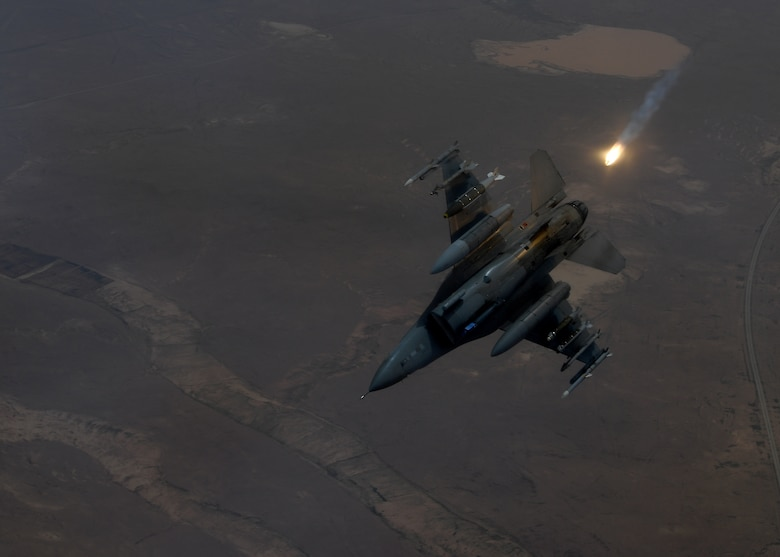 An F-16 Fighting Falcon deploys a flare