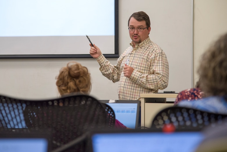Ozzy Orwick, Data Visualization Services service owner and Visualization and Analytics Support Tools Community of Practice manager, gives students a brief overview of the two-day Qlik Sense class May 8, 2019, at the U.S. Army Engineering and Support Center in Huntsville, Alabama. Students from throughout the U.S. Army Corps of Engineers traveled to Huntsville for the training.