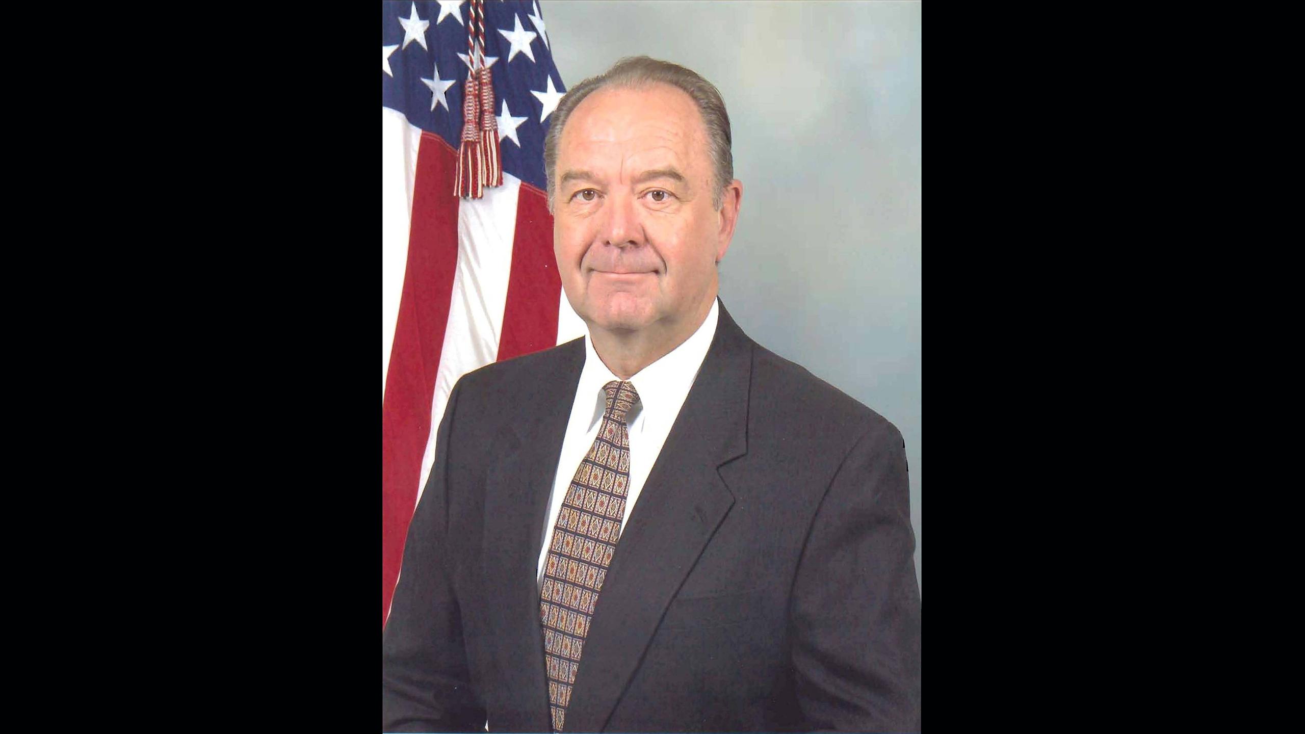 DLA Distribution Barstow, California, honors retiring director