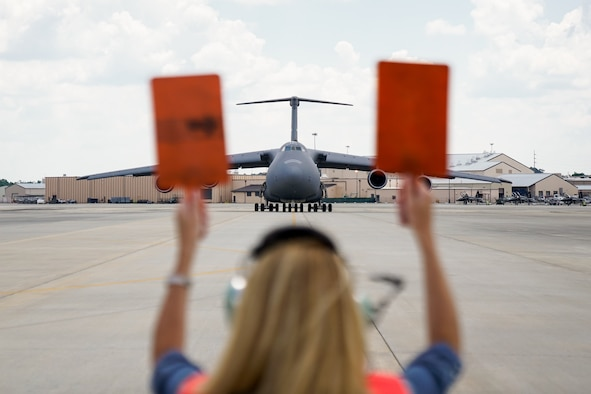 C-5 pilot takes final flight with help from family