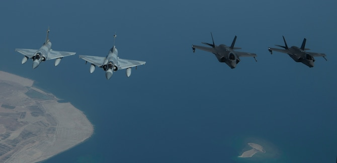 A photo of UAE and US aircraft flying together.