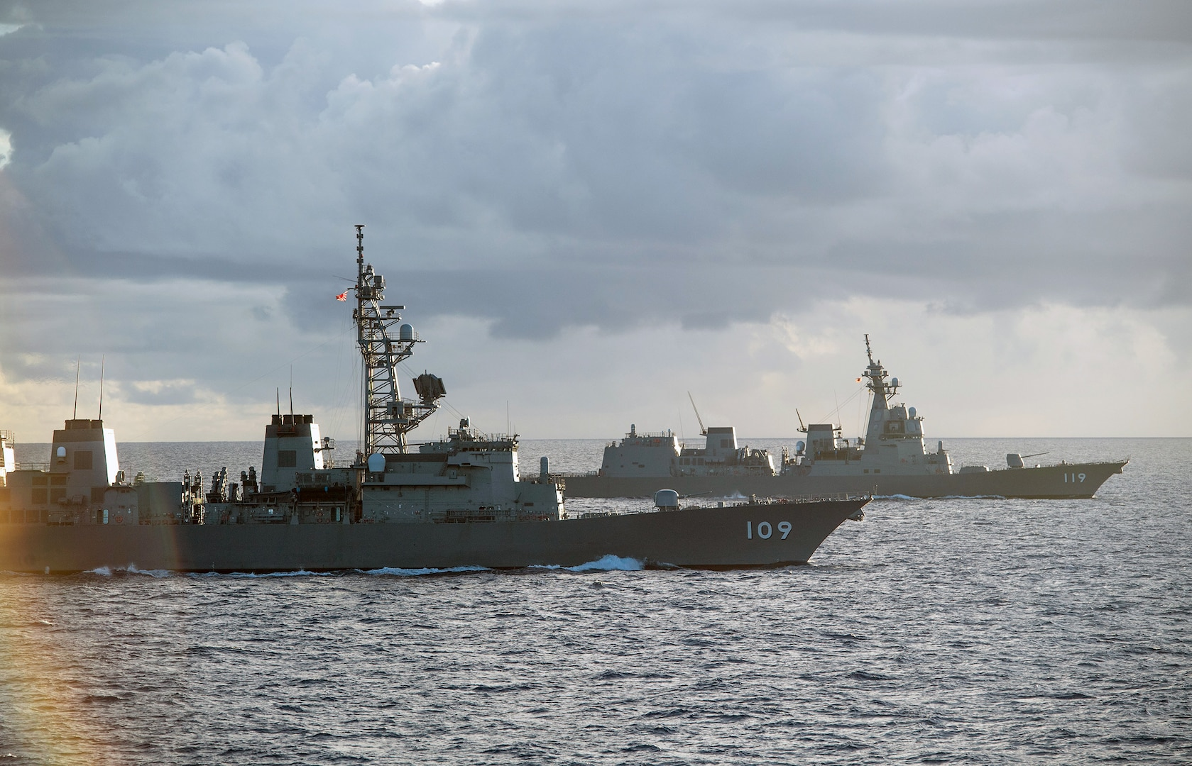 U.S. Navy, Japan Maritime Self-Defense Force Sail Together in Philippine Sea