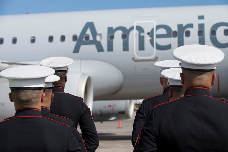 Marines assigned to the 6th Engineer Support Battalion, Bulk Fuel Company Charlie, Site Support Phoenix, perform a dignified transfer for a fallen Marine, May 17, 2019, at the Phoenix Sky Harbor International Airport, Ariz.